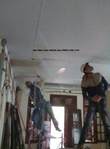 thợ làm trần thạch cao tại từ liêm giá rẻ Thợ-làm-trần-thạch-cao-giá-rẻ-222x300